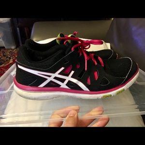 ASICS Training ladies sneakers black/pink sz 7
